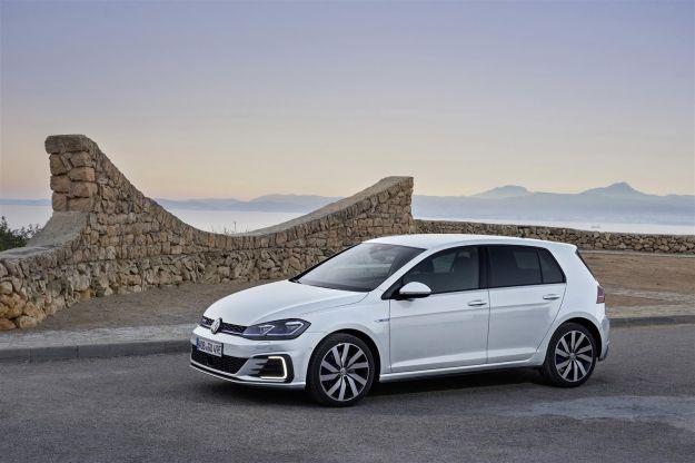 Volkswagen Golf GTE 2017 restyling ibrida plug-in: novità, motore ed autonomia [FOTO]