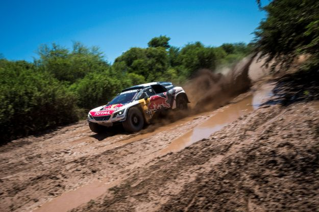 Dakar 2017, Peugeot va al comando della classsifica con Loeb [FOTO]