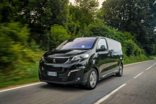Peugeot Traveller 2017: prezzo, dimensioni, interni e prova su strada del multispazio [FOTO]