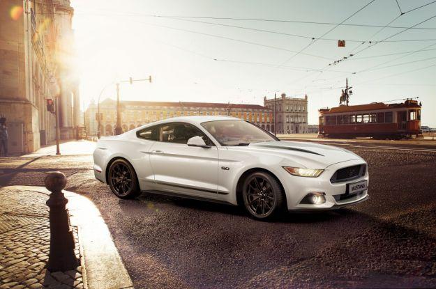 Ford Mustang Black Shadow e Blue Edition, serie speciali per l'Europa [FOTO]