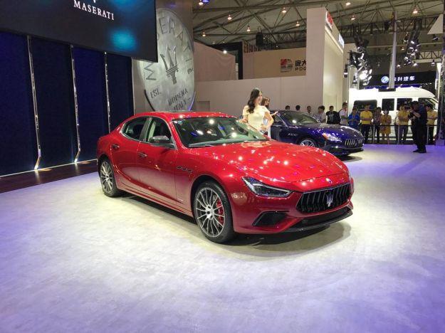 Maserati Ghibli 2018: restyling aggiunge fari matrix LED e sicurezza attiva [FOTO]