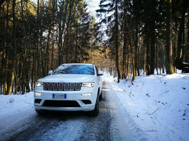 Jeep Grand Cherokee 2017: prezzo, interni e prova su strada di Summit e Trailhawk [FOTO]