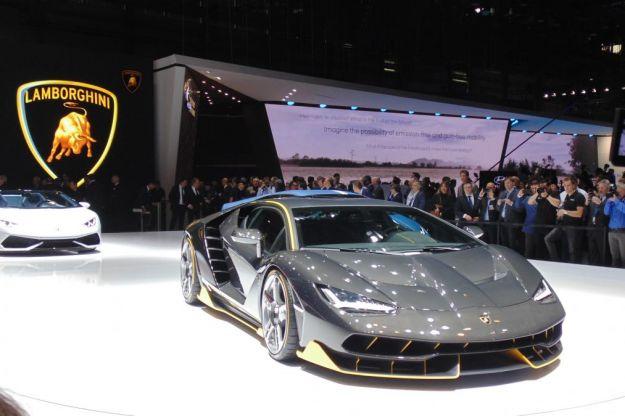 Lamborghini Centenario al Salone di Ginevra 2016: prestazioni e scheda tecnica [FOTO]