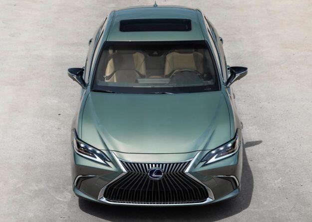 Nuova Lexus ES: berlina giapponese comoda e sportiva