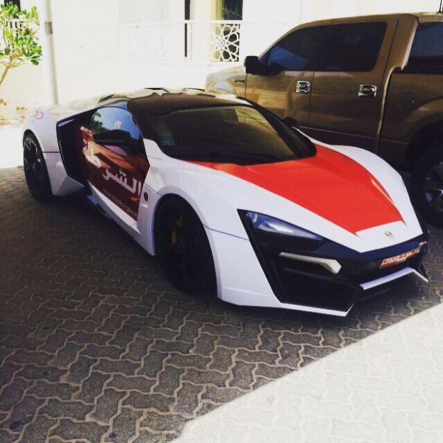 Auto Polizia di Dubai: la Lykan accanto a Ferrari, Aston Martin e Lamborghini [FOTO]
