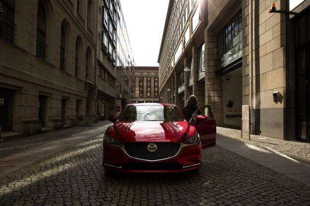 Mazda 6 berlina 2018: nuovi interni e motore turbo per il restyling [FOTO]