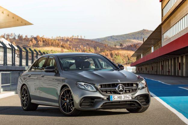 """Mercedes AMG E63 4Matic+ 2017: prezzo, motore e scheda tecnica. Normale ed """"S"""" [FOTO]"""