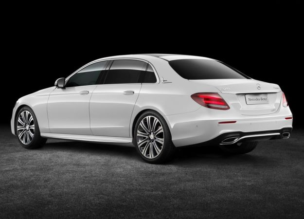 Mercedes Benz Classe E L: versione a passo lungo per la Cina [FOTO]
