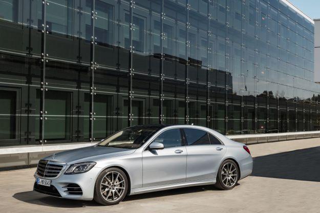 Mercedes Classe S restyling 2017: il nuovo modello porta i motori in linea e interni con volante touch