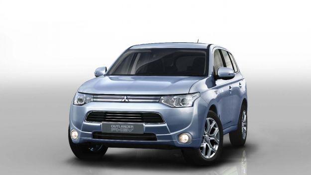 Mitsubishi Outlander PHEV: prezzo, scheda tecnica e consumi del fuoristrada ibrido [FOTO]