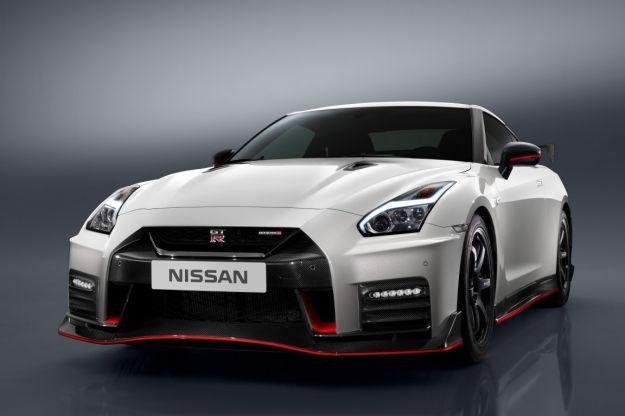 Nissan GT-R Nismo 2017, il restyling migliora gli interni e l'aerodinamica [FOTO]