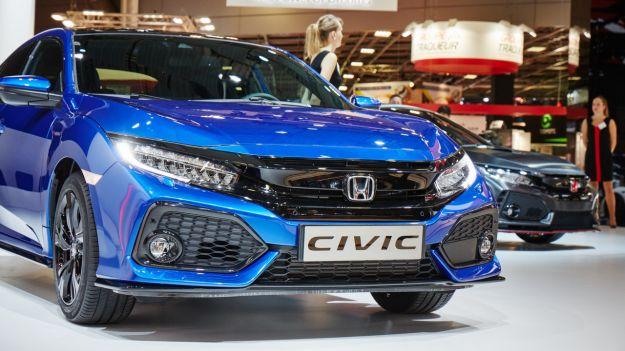Nuova Honda Civic 2017: prezzo, interni e motori. Niente diesel, consumi e scheda tecnica [FOTO]
