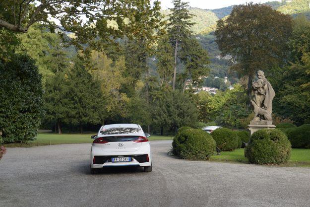 Hyundai IoniQ: prova su strada della nuova hybrid, prezzo e consumi [FOTO]