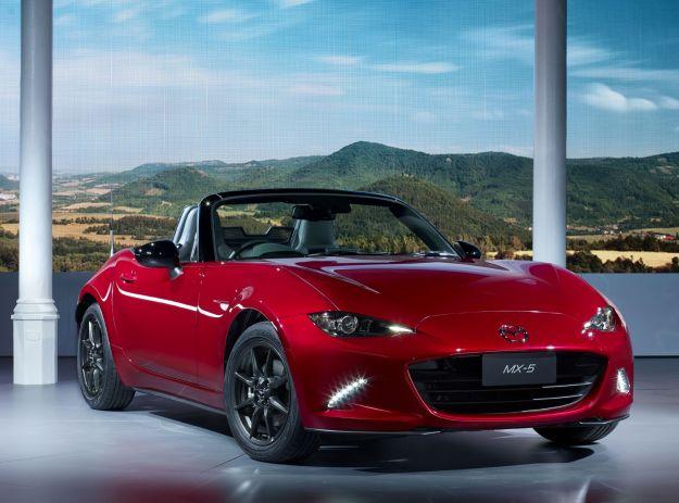 Nuova Mazda MX-5: dimensioni, motori e prezzo. Più piccola e leggera [FOTO e VIDEO]