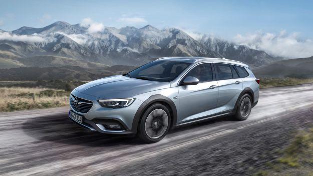 Nuova Opel Insignia Country Tourer 2017, 4×4 come sempre: la scheda tecnica [FOTO]