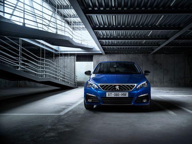 Nuova Peugeot 308 restyling 2018 station wagon e berlina: prezzo, motori e scheda tecnica [FOTO]