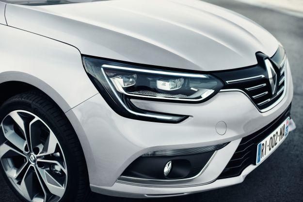 Renault Megane Grand Coupé 2017: prezzi della berlina tre volumi, largo ai bagagli [FOTO]