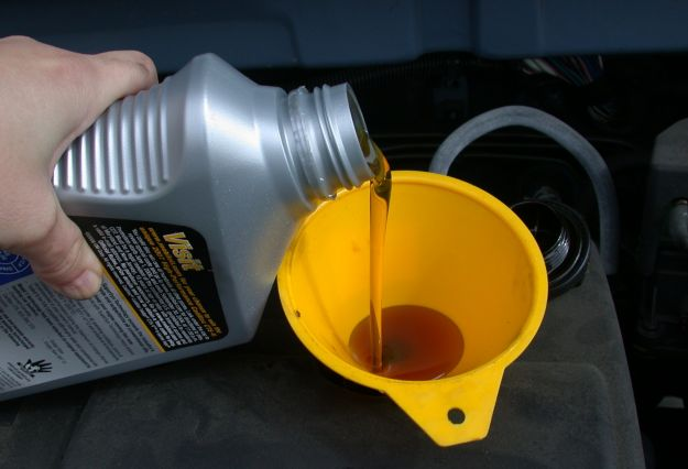 Come scegliere tipi olio motore auto, diesel o benzina