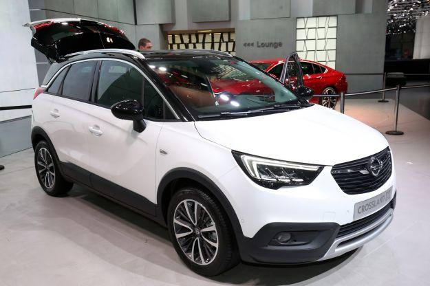 Opel Crossland X 2018: prezzi, dimensioni, interni, scheda tecnica e motorizzazioni. Ora anche Gpl [FOTO]