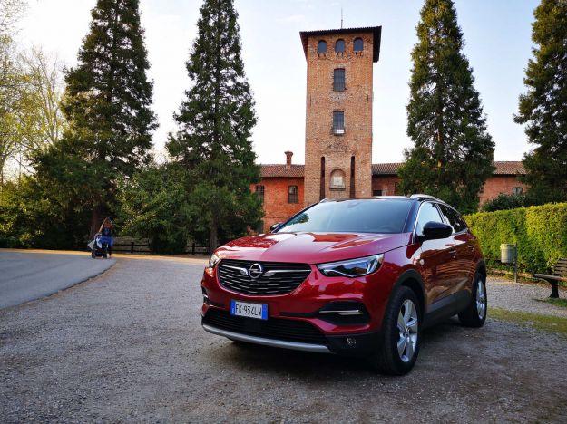 Opel Grandland X 2018: prezzi, interni, dimensioni e prova su strada [FOTO]