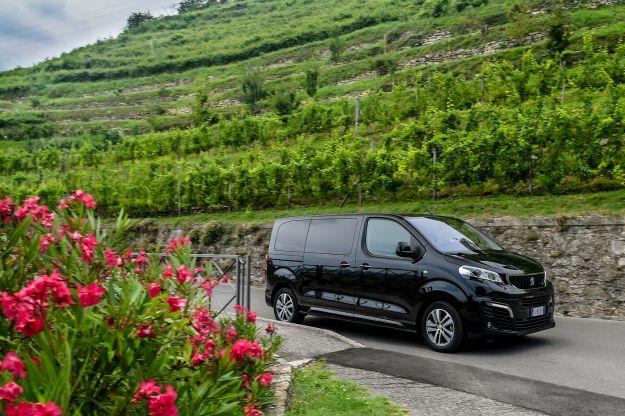 Peugeot Traveller Dangel 4×4: il 9 posti che non teme nulla