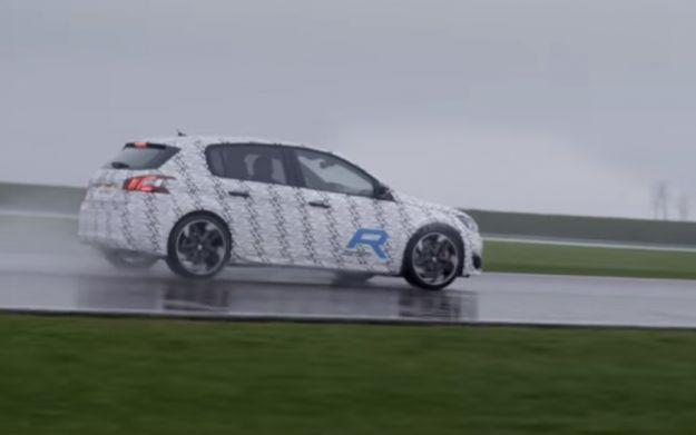 Peugeot 308 R Hybrid, foto spia: confermato lo schema ibrido [FOTO]