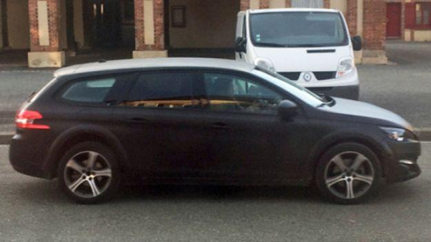 Peugeot 308 RXH, foto spia: la nuova station wagon francese [FOTO]