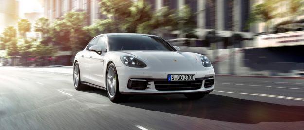 Nuova Porsche Panamera ibrida, l'ammiraglia diventa E-Hybrid integrale [FOTO]