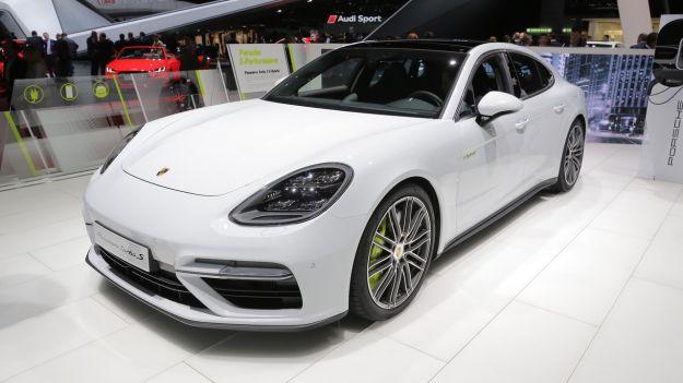 Porsche Panamera Turbo S E-Hybrid 2017: scheda tecnica, prezzo e prestazioni [FOTO]