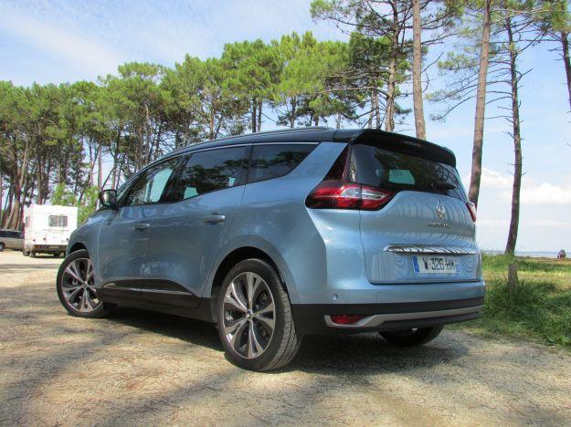 Renault Grand Scénic 2016: prova su strada del monovolume 7 posti, prezzo e scheda tecnica [FOTO]