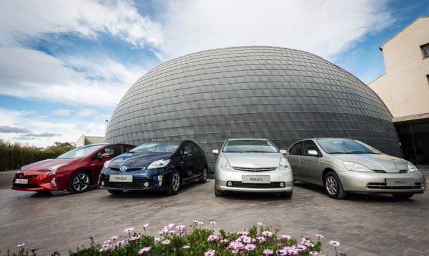 Toyota Prius, storia: compie 20 anni la prima ibrida del mercato