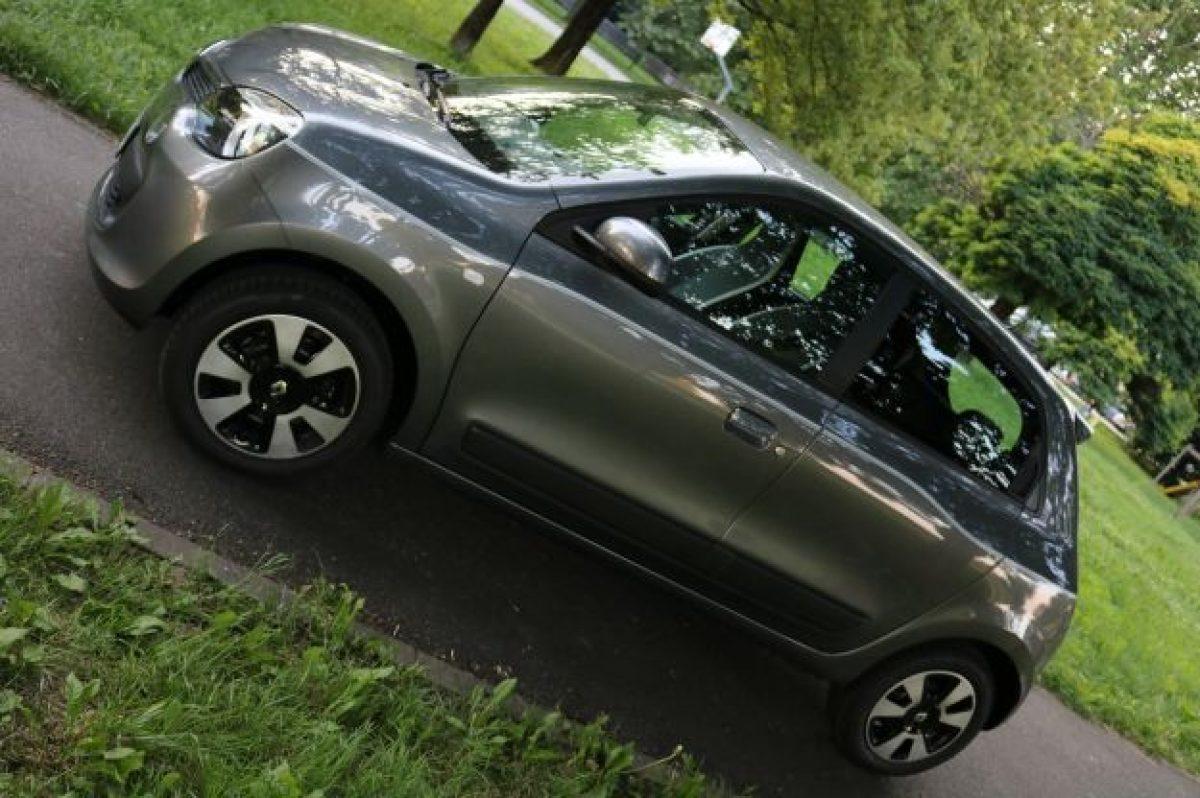 Renault Twingo Lovely Edc Prova Su Strada Prezzo E Colori Foto Allaguida