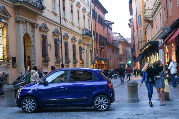 Nuova Renault Twingo 2017: prezzo e scheda tecnica. Anche Lovely e GT [FOTO e VIDEO]