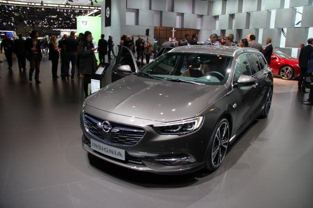 Nuova Opel Insignia Sports Tourer 2017: prezzi, bagagliaio, dimensioni [FOTO]