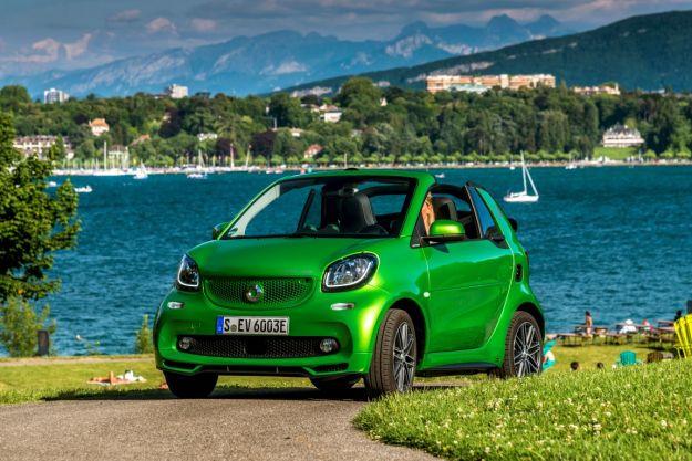 Nuova Smart Electric Drive Cabrio 2017: prezzo, autonomia e uscita dell'elettrica fortwo [FOTO]