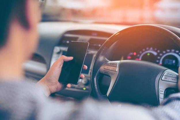 Sospensione patente guida con cellulare