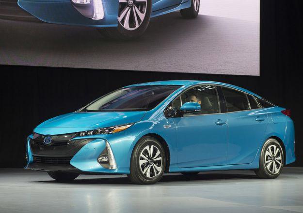 Toyota Prius Plug-in Hybrid 2017: prezzo, autonomia ed energia dal tetto [FOTO]