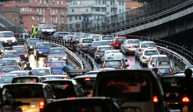 ISTAT:SOFFOCATI DA TRAFFICO,1 SU 3 NON BEVE ACQUA RUBINETTO