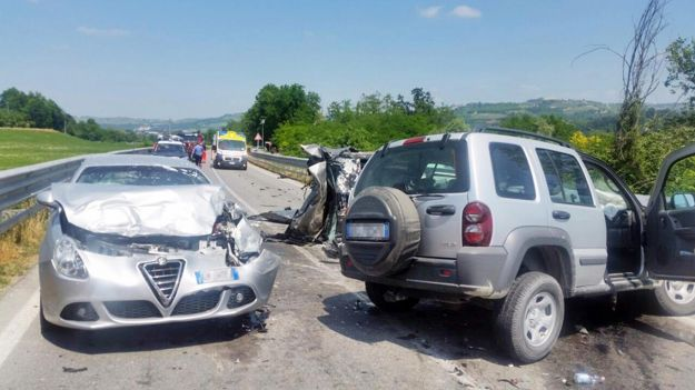 Incidenti stradali: scontro fra auto, due morti e tre feriti