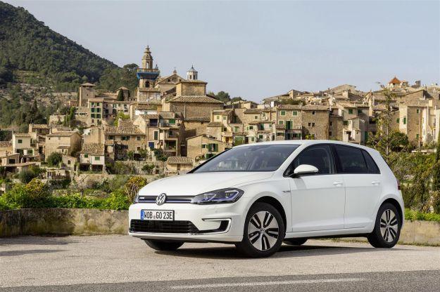Volkswagen e-Golf 7 restyling 2017: prezzo da 39.250 Euro per la Golf elettrica [FOTO]