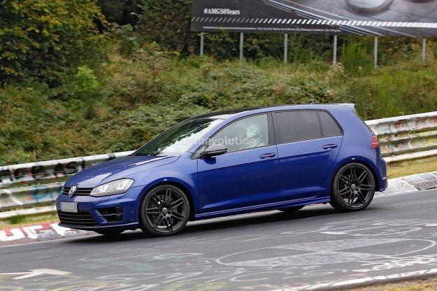 Volkswagen Golf R400, foto spia: torna in vita il progetto con motore Audi?