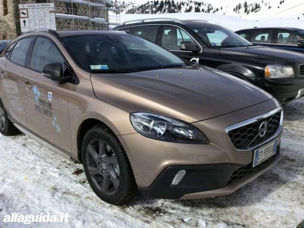 Volvo V40 Cross Country: prova su strada e su neve [FOTO e VIDEO]