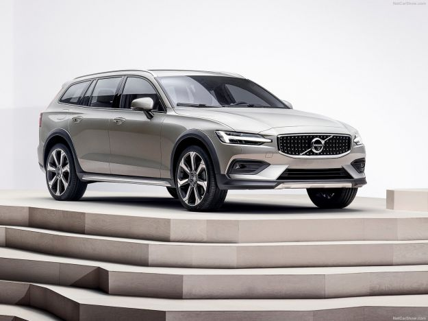Volvo V60 Cross Country 2019: offroad in versione familiare