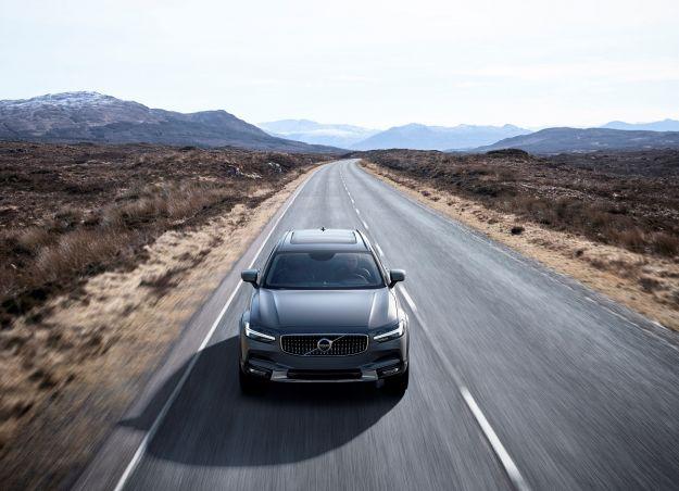 Volvo V90 Cross Country 2017: scheda tecnica e motori [FOTO]