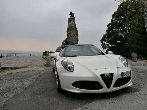 Alfa Romeo 4C Spider: prova su strada, prezzo e scheda tecnica della mini supercar del Biscione [FOTO e VIDEO]