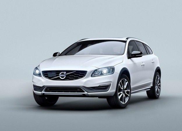 Volvo V60 Cross Country: listino prezzi, motori e dimensioni [FOTO]