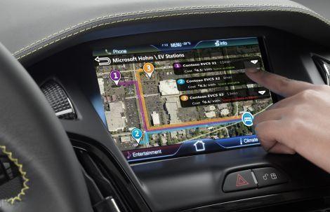 Auto del futuro: sempre connessa a internet, smartphone e social network