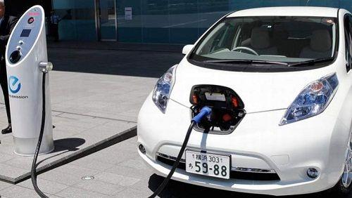 auto elettrica in carica