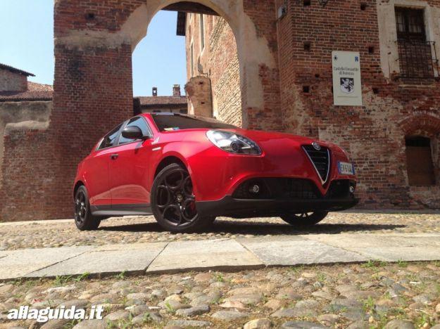 """Alfa Romeo Giulietta affidabilità, i tedeschi la fanno a pezzi: """"troppi difetti"""" [FOTO]"""