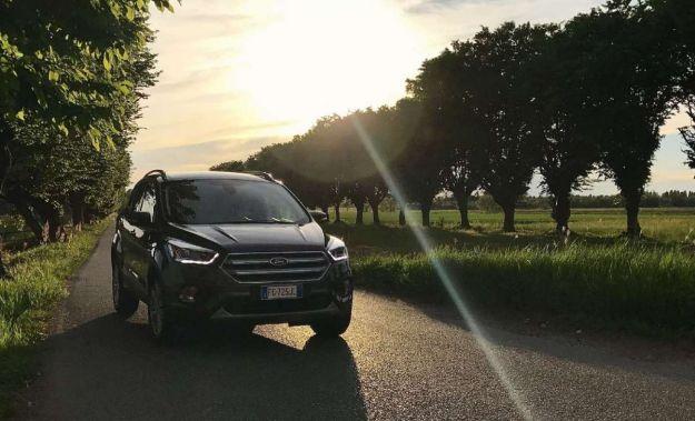 Nuova Ford Kuga 2017, prova su strada: prezzi, dimensioni e scheda tecnica [FOTO]